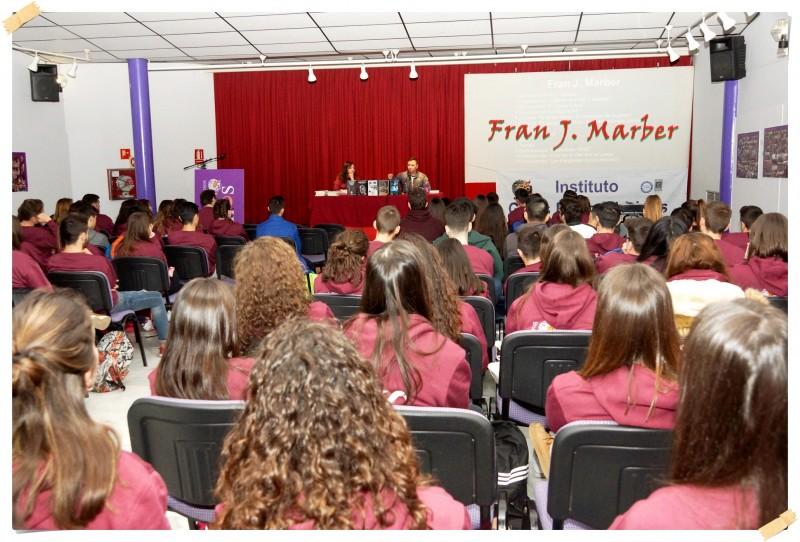 Encuentro de autor con alumnos del IES Dos Mares.