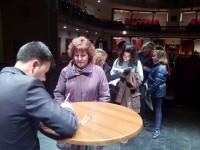 Firma de ejemplares al final de la Gala literaria.