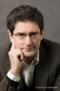 Escritor y Finalista del Premio Planeta prologó la novela